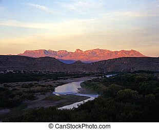 MexicoTexasBorder - The Rio Grande River, the border between...