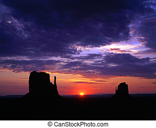 MonumentValley&Sun - Sunrise and the Mitten Buttes in...