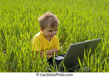 Menino,  laptop