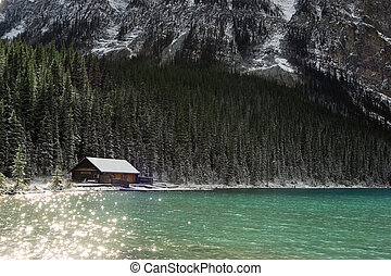 chateau lake louise - the chateau on beautiful Lake Louise