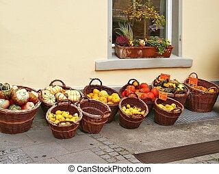 Fresh vegetables - Baskets full of fresh vegetables