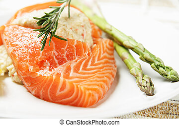 Stuffed salmon with green asparagus on the side