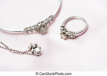 Diamond jewelry - A set of diamond and white gold jewelries