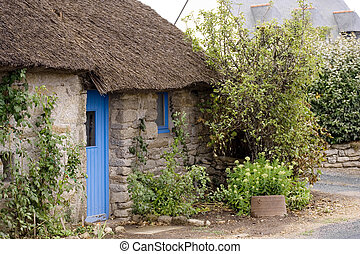 thatched cottage - A traditional thatched cottage