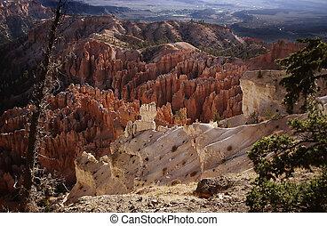 Bryce Canyon N.P. - Hoodoo formations at Bryce Canyon...