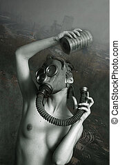 Gas mask - The naked woman in the gas mask