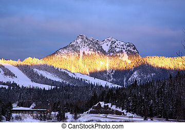 Sunrise Snoqualmie M - Sunrise in Snoqualmie Mountains,...