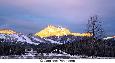 Sunrise Snoqualmie M - Sunrise in Snowqualmie Mountains,...