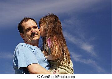 menina, beijando, pai