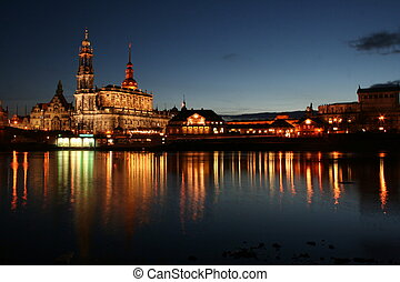 dresden_mirrored_5 - This picture shows a part of the...