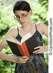 婦女, 閱讀