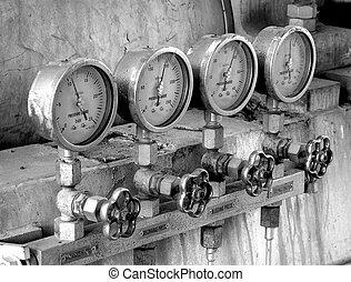 Four pressure meters - Four industrial pressure meters in...