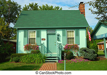 Colorful Little Bungalow - A small colorful one story...