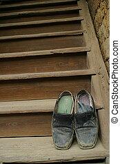 stary, Obuwie, schody