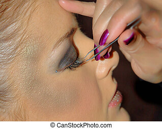 False eyelashes - Application of false eyelashes