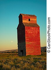 grain elevator - Long abandoned grain elevator in the...