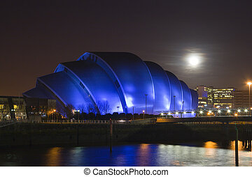moonlit armadillo - A full Moon rises over Glasgows...