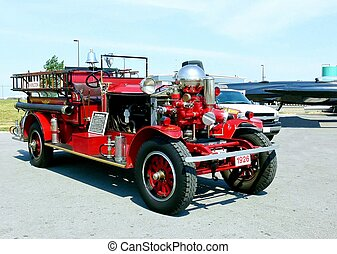 Firetruck 20192 - A firetruck from 1926 from the airport in...