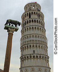 Leaning Tower Pisa 7 - Statue and Pisa Tower