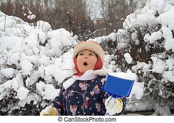 Kar 01 - little girl rejoices first snow