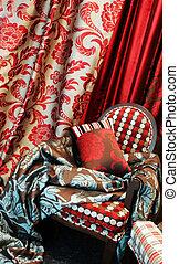 luxueux, rouges, chaise, satin, oreillers, rideaux