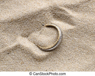 Buried treasure - A gold ring discovered on the beach