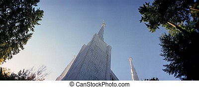 Mormon temple - Exterior of the Mormon temple in Lake Oswego...