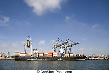 Cranes and carriers 7 - Cranes and carriers in the Port of...