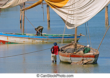 Mozambican fishermen - Fishermen and their traditional sail...