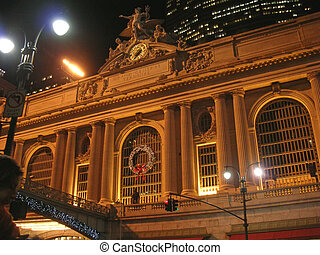 Grand Central Terminal by night, Rail station, New York -...