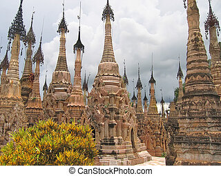 Stupas forest of the Paya Kyaukhpyugyi, Kakku, Myanmar -...