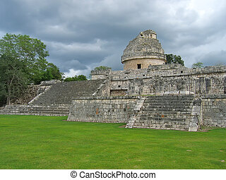 Old astronomic maya temple, Chichen Itza, Mexico - Old...