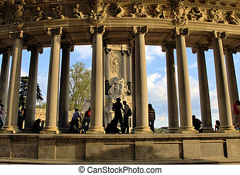 Madrid 16 - Architecture in Retiro\\\'s park in Madrid