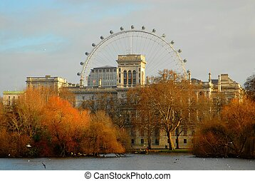 Sunset in London - Lake park and the london eye at sunrise