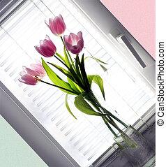 ramo, tulipán, vidrio, florero, al lado de, ventana
