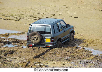In too deep - A 4x4 sinks slowly backwards into quicksand