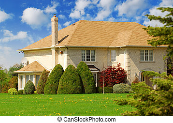 Family home - Spaceous family home with big green lawn in...
