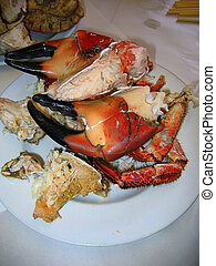 Large Cooked Crab Claws - Plate of Large Crab Claws