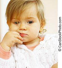 pequeno, bebê, pensando