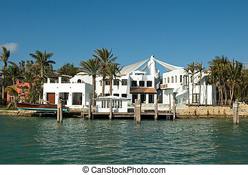 white Mansion front - Expensive water front houses in...