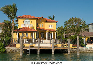 Yellow Mansion - Expensive water front houses in Biscayne...