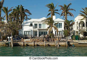 White House by the sea - Expensive water front houses in...