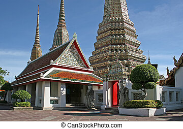 Wat Pho Chedis - Large chedis in the grounds of Wat Pho,...