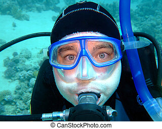 diver in deep with the scared eyes