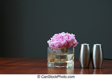 Bud vase, salt and p - Bud vase, peony, salt and pepper...