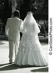 Newly married pair - Recently married pair walks in park