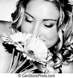 casório, Noiva, cheirando, dela, flores