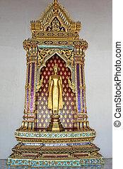 Wat Pho Statue - A golden statue inside Wat Pho in Bangkok
