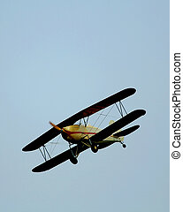 Vintage Bi-plane - Great lakes bi-plane flying