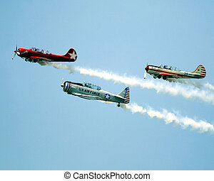 vintage airplanes - 3 vintage aircraft flying together
